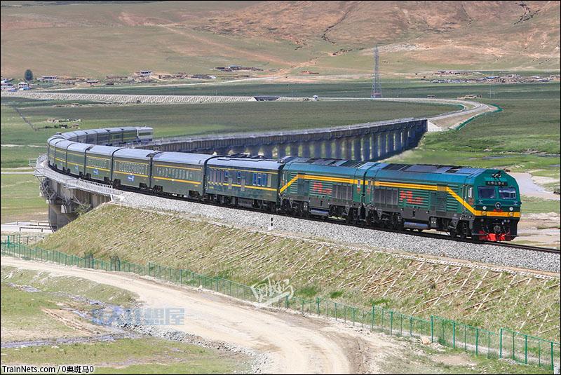 关于青藏铁路的资料_非人狂想屋 | 你的火车发源地 » Z166次驶过当曲特大桥